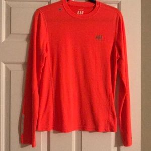 A&F active long sleeve shirt with reflectors